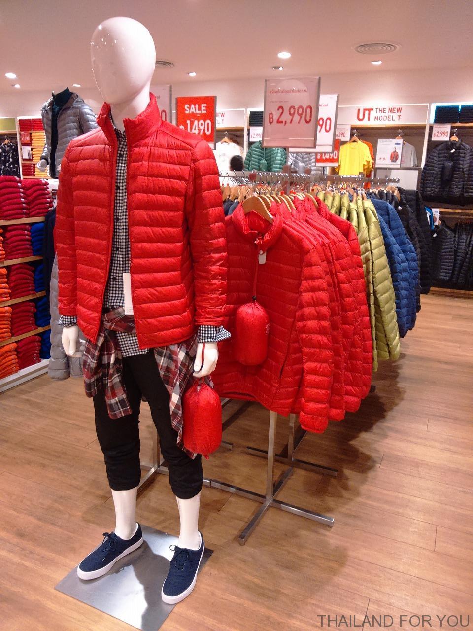 バンコクのユニクロの冬服(ダウン)