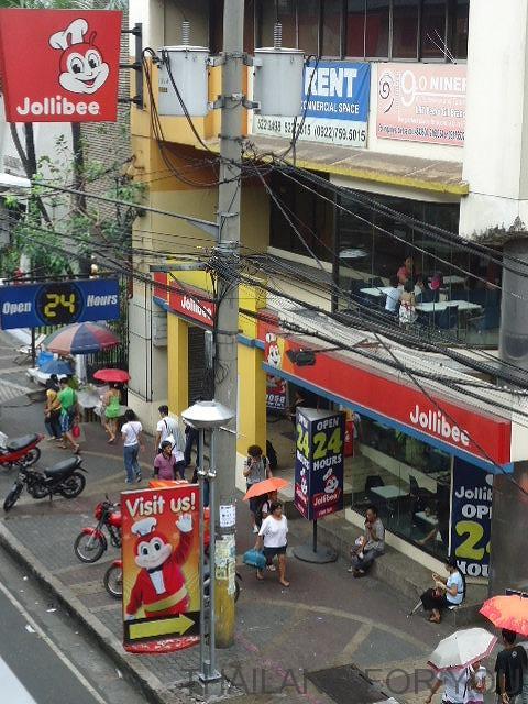 フィリピンのジョリビー(Jollibee)