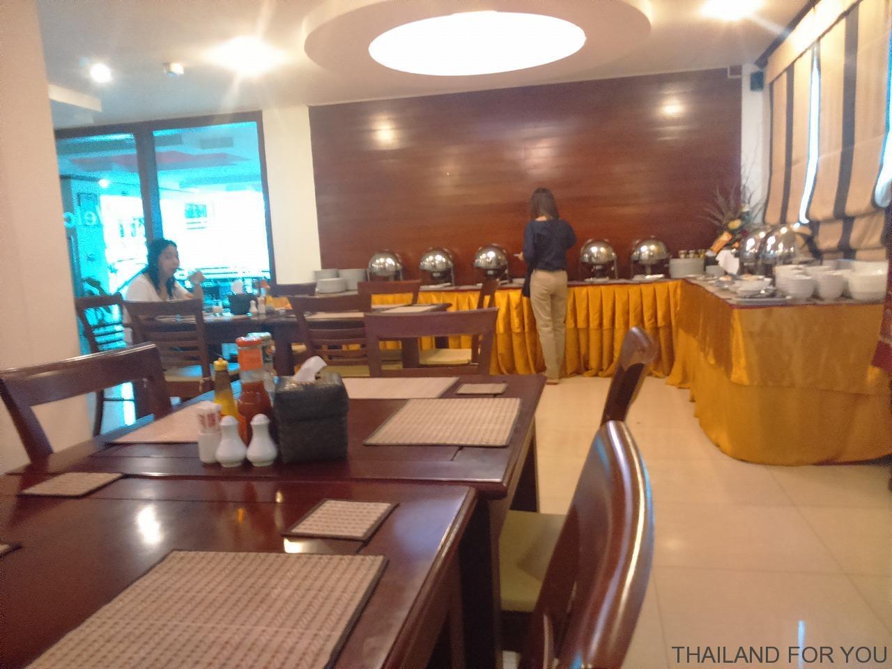 ラオゴールデンホテルの朝食の写真