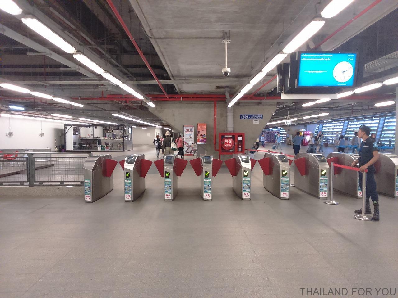 スワンナプーム国際空港からエアポートリンクで市内に出て地下鉄(MRT)に乗り換える方法
