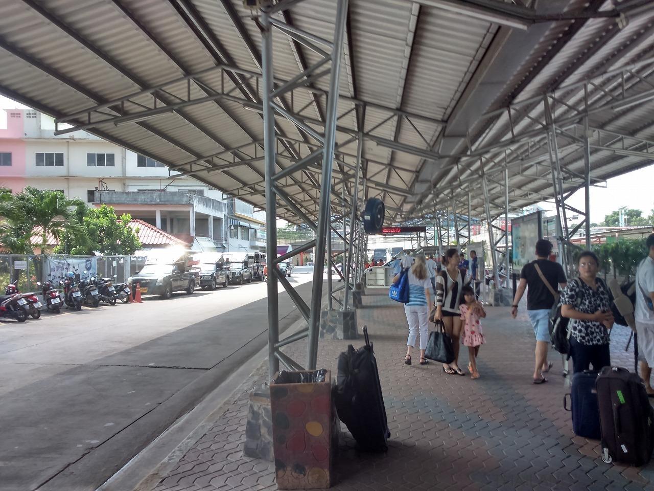 パタヤのバスターミナルの写真