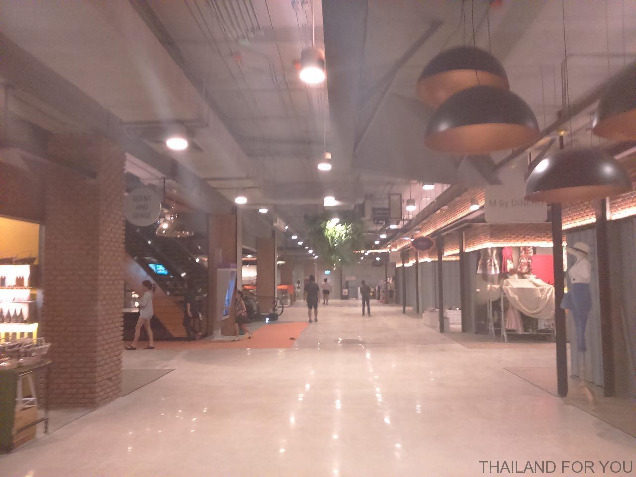 ラチャダーの新ショッピングモール THE STREET(ザ・ストリート)の写真