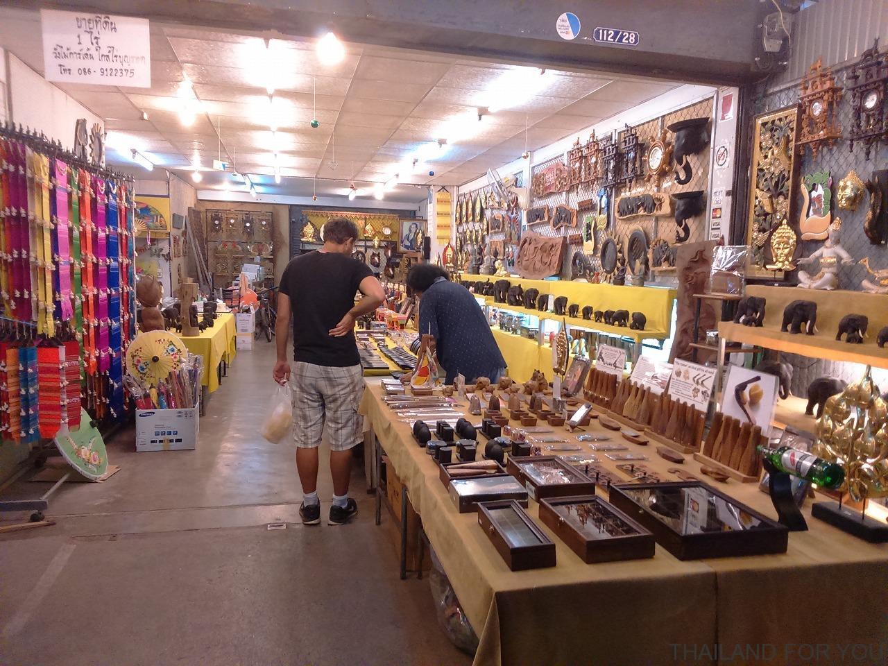 チェンライナイトバザール 店 写真