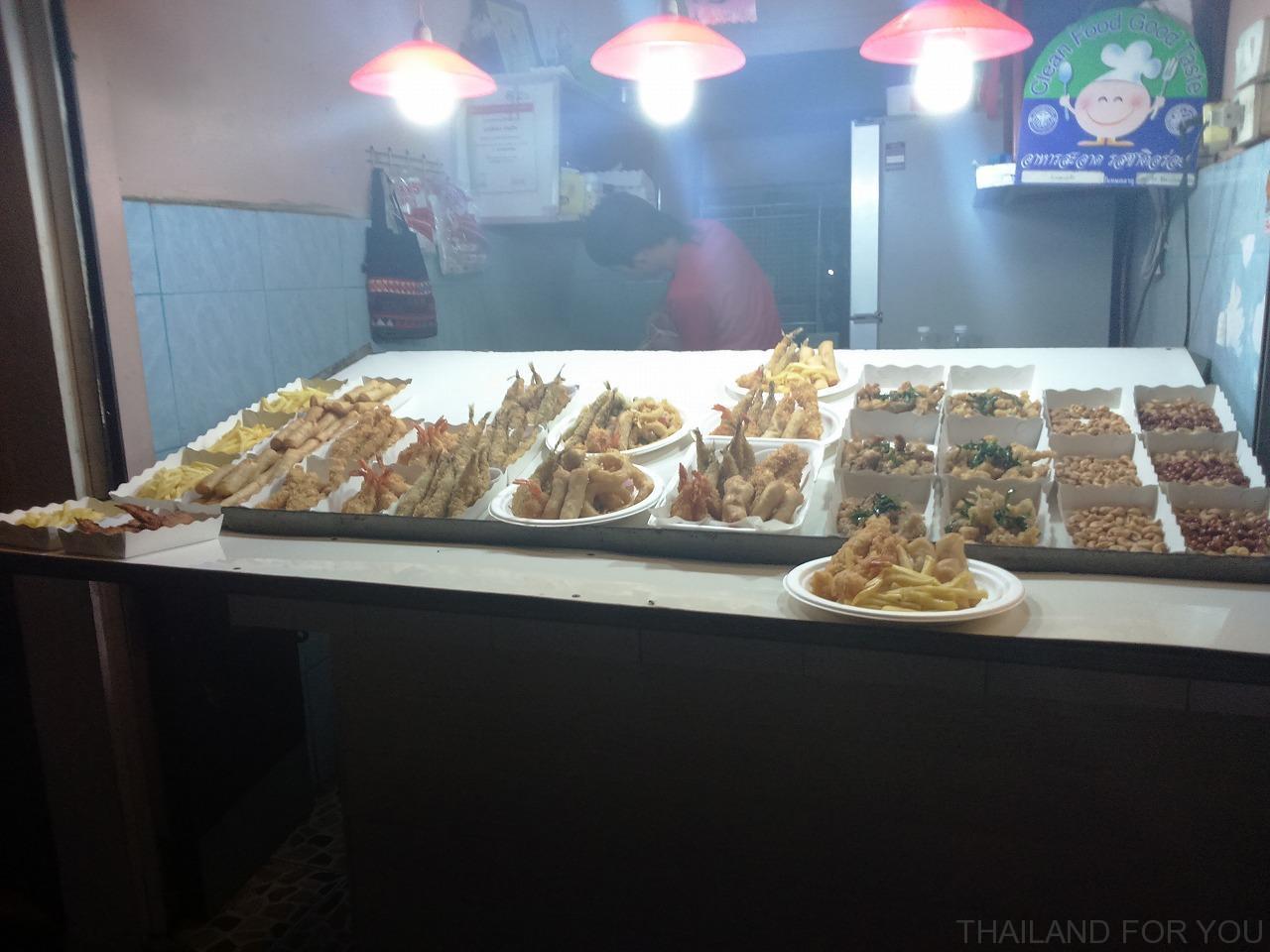 チェンライナイトバザール ご飯 食事 写真
