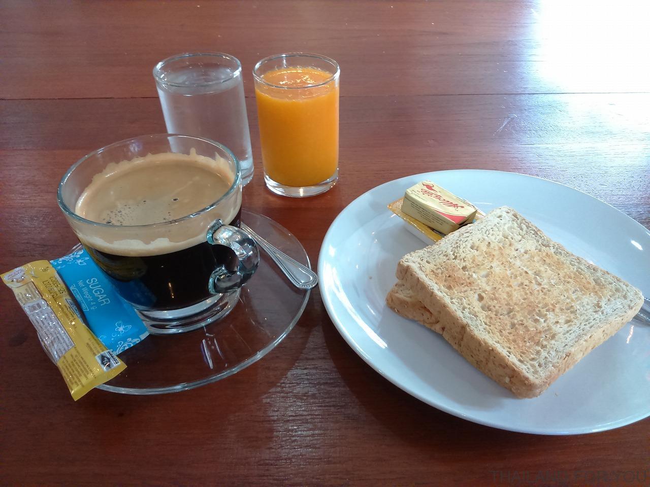 チェンライホテルの朝食の写真