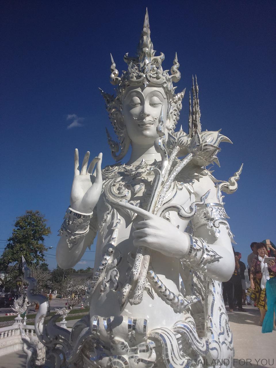 ホワイトテンプルはチェンライの大きな見所 写真