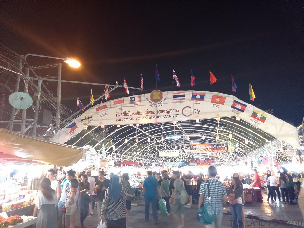 アヌサーンマーケット チェンマイ 写真