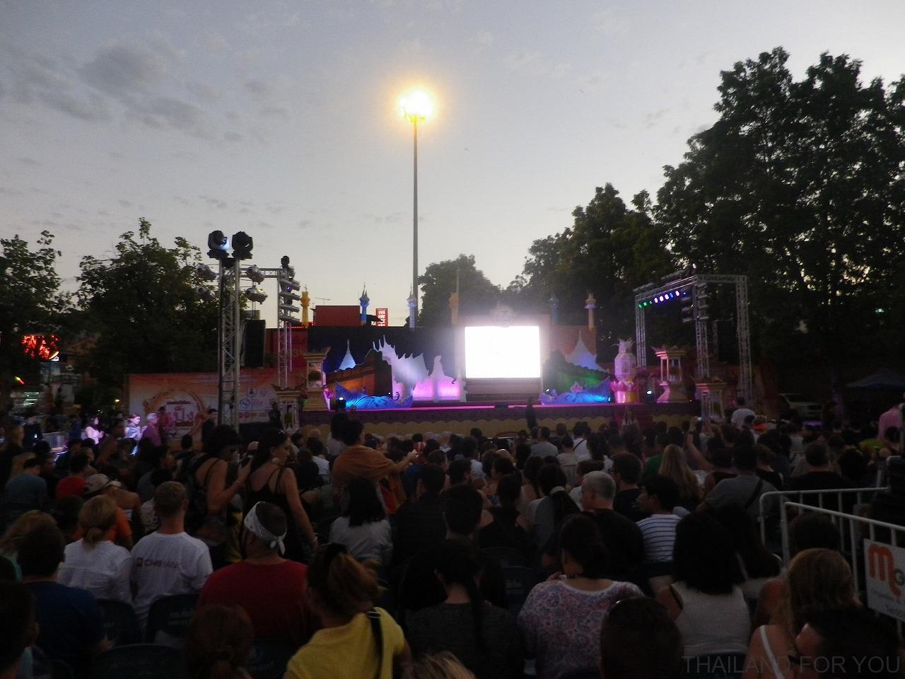 チェンマイ ロイクラトン イーペン祭り 写真
