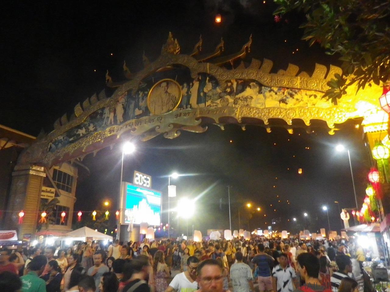 チェンマイ ロイクラトン コムローイ イーペン祭り 写真
