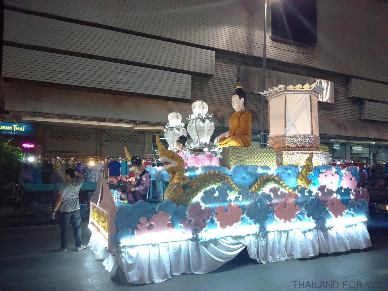 チェンマイ ロイクラトン イーペン祭り パレード 写真