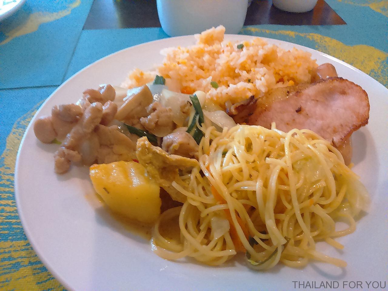 アレカロッジ パタヤ 朝食 写真