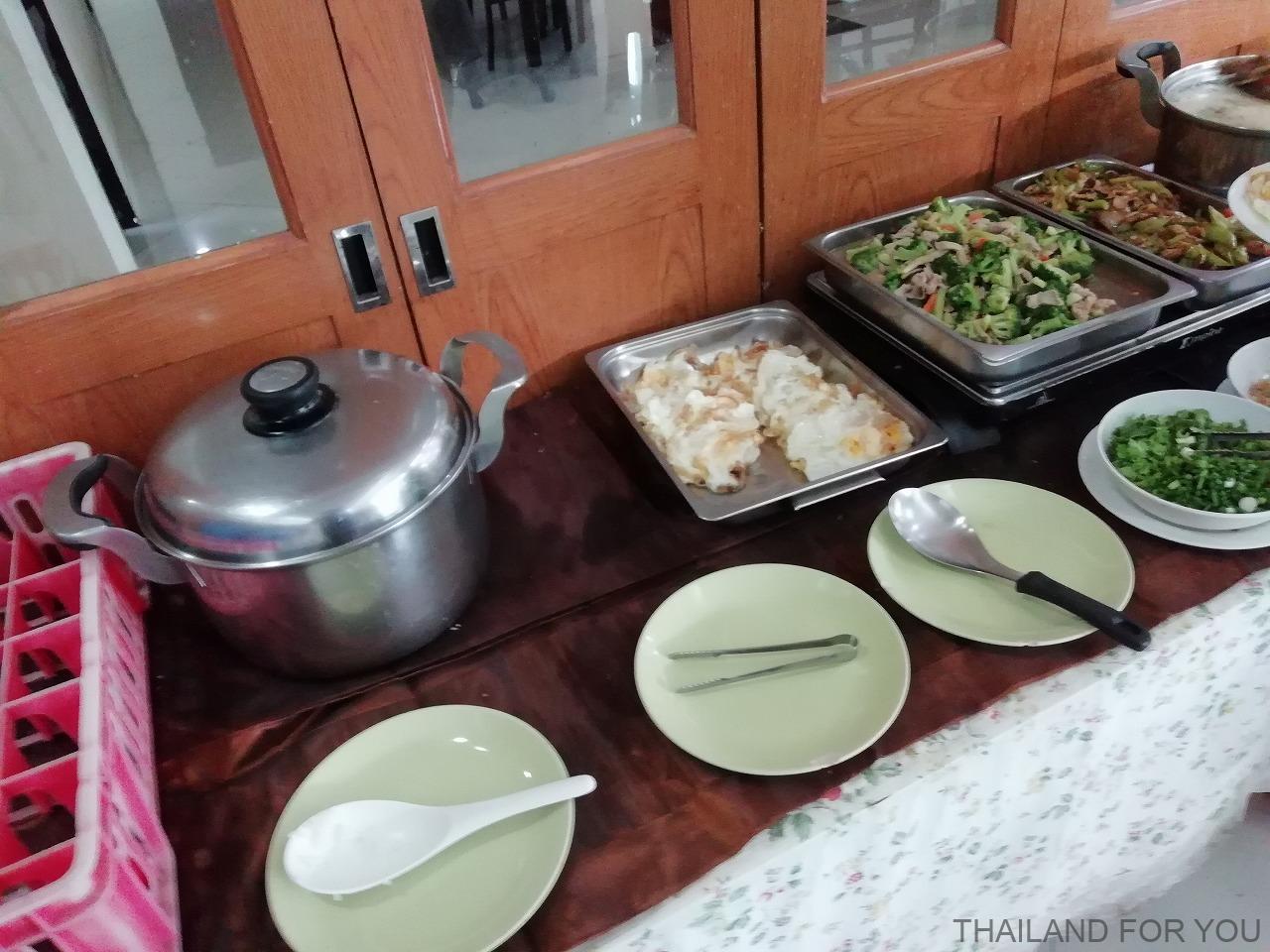 タイ ロイエット ルアンリムナームホテル 朝食