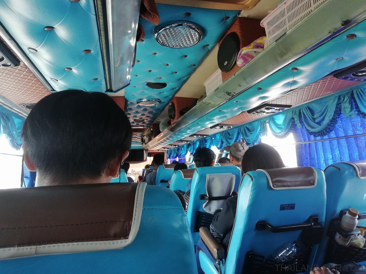 ローイエット ウボンラチャタニ バス 写真