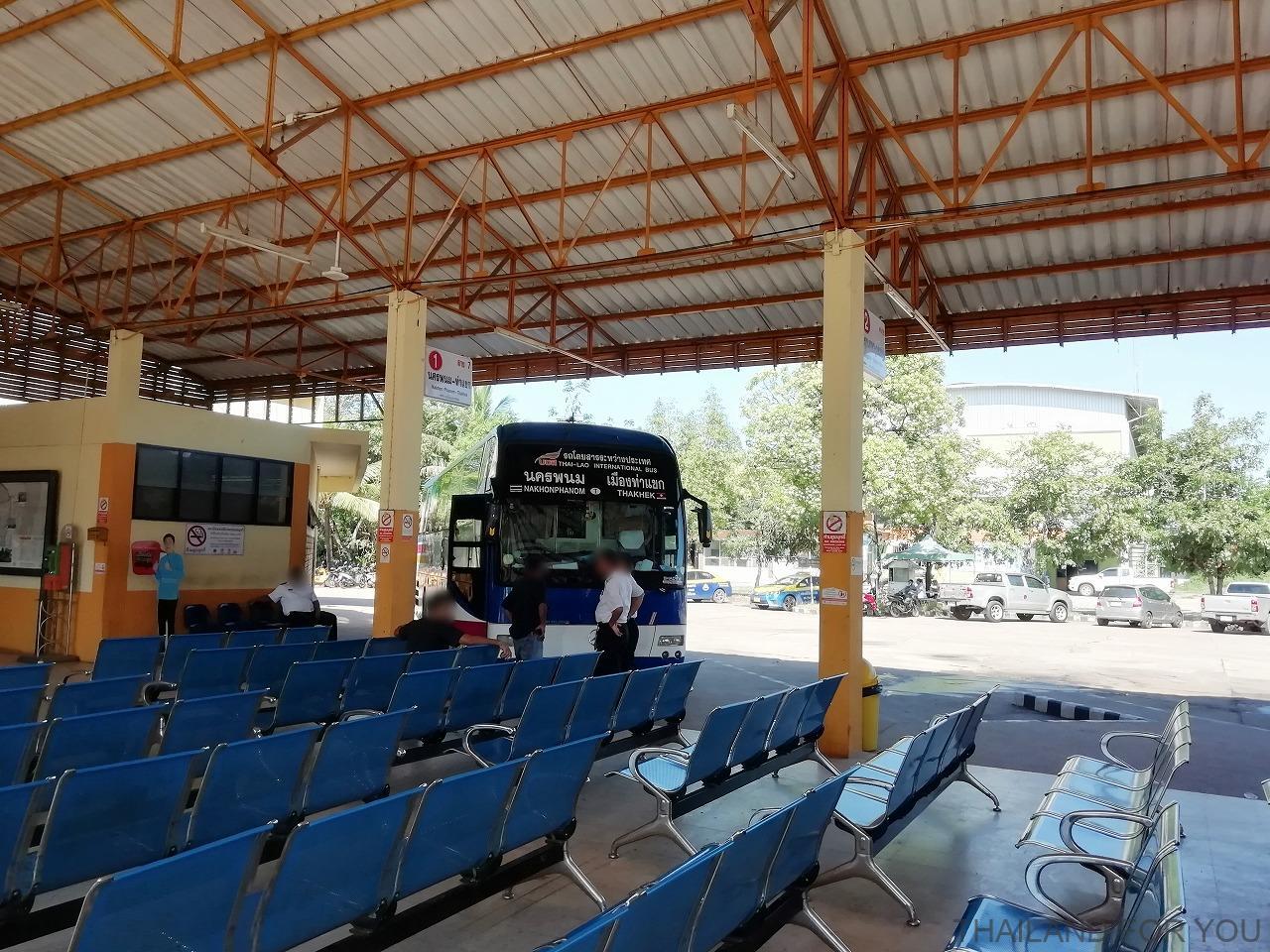 ナコンパノム バスターミナル ターケーク バス