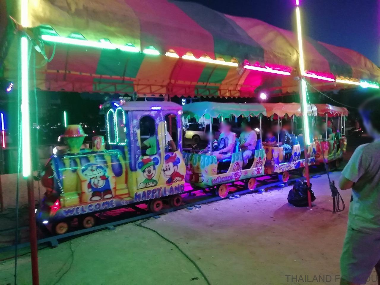 ムクダハーン 遊園地 ナイトマーケット タイ