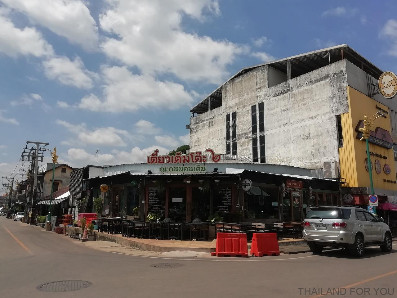 ナコンパノム レストラン タイ